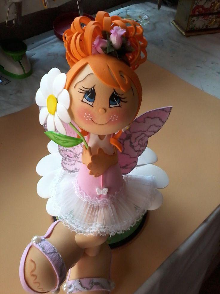 Boneca feita em EVA Branca de Neve. <br>Contatos: <br>facebook:https://www.facebook.com/girlaine.eloi <br>Fan page: https://www.facebook.com/Gi-Artes-545737778839247/timeline/ <br>WhatsApp 31 9870 0709