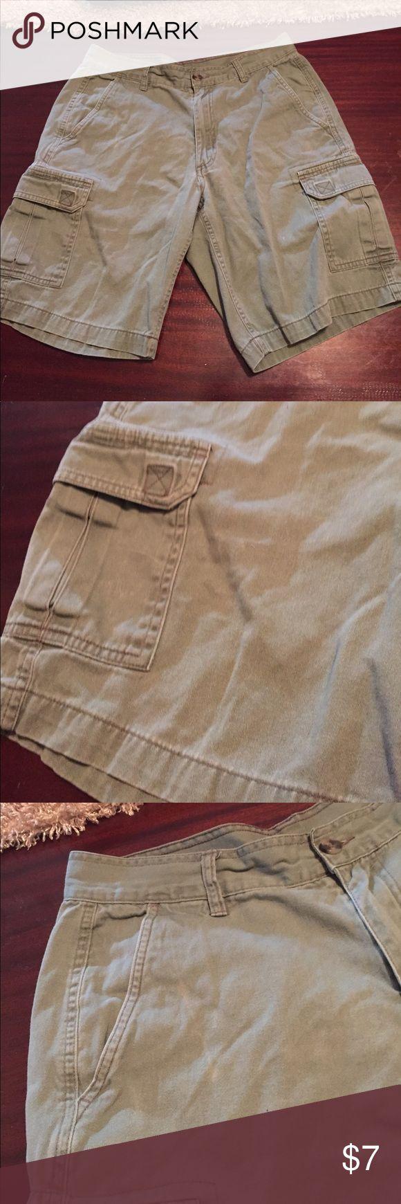 Basic Edition Olive Green Cargo Shorts - Size 32 Basic Edition Olive Green Cargo Shorts - Size 32 Basic Edition Shorts Cargo