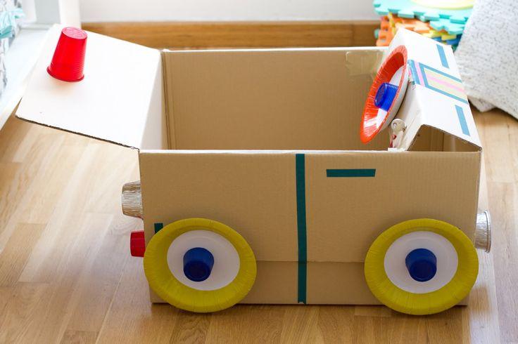 En casa son muy importantes los coches..... bueno y los longos, motos, bus, camióoooooon, palas, ambulancias, los chiquititos etc.........