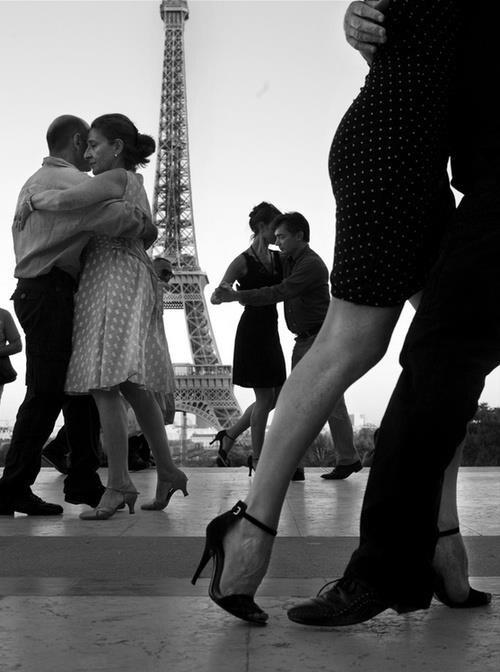 Paris Danse en Seine - Quai St - Bernard - Dancing Argentine tango, salsa, swing.....