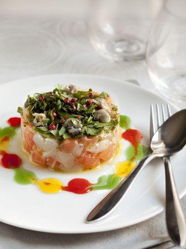 ciboulette, poivron rouge, fleur de sel, saumon, huile d'olive, huître, noix de saint-jacques
