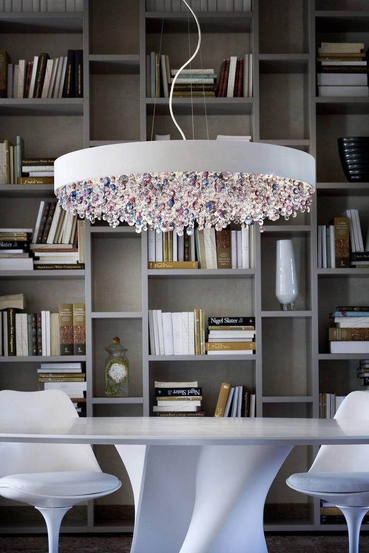 Eine gute Lampe ist nicht nur funktional, bestenfalls bringt sie einen Raum zum Strahlen. Apropos Strahlen: Am Besten funktioniert das mit Kristall-Lampen!