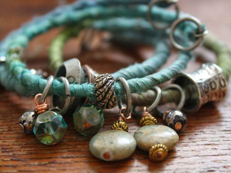 UMELECKY : Textile Bracelet Tutorial I am so making these wonderfully funky bracelets soon