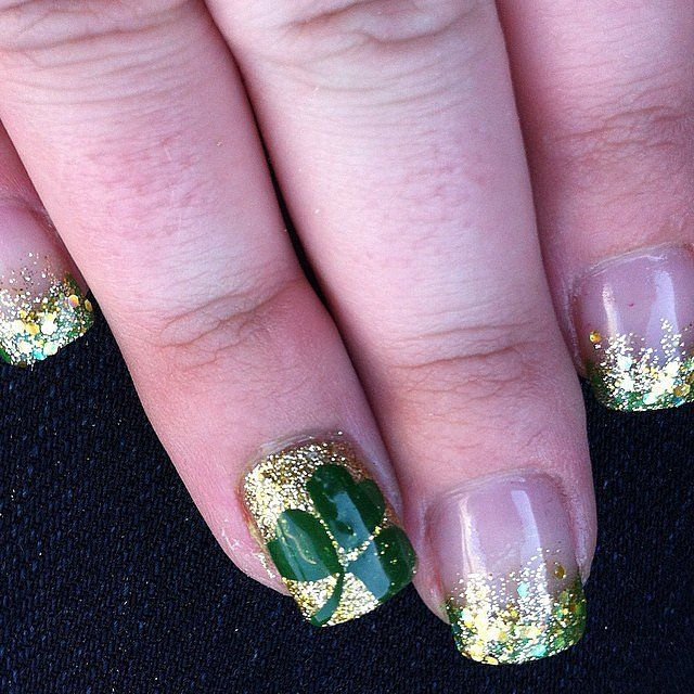 Gold glitter nail art for #StPatricksDay. See more designs when you click!