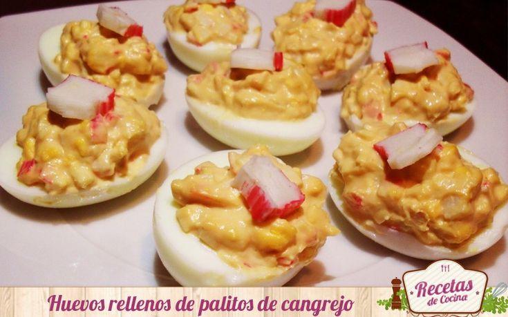 En este artículo os enseñamos una rica receta y fresca de huevos rellenos de palitos de pescado y salsa rosa. Un aperitivo estupendo para el verano.