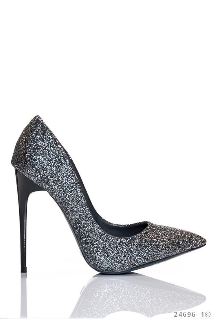 Pantofi Sparkle Dazzle Silver. Pantofi cu sclipici din piele ecologica. Inaltimea tocului este de 11 cm iar varful este usor ascutit. Alege-i cu incredere pentru a completa o tinuta eleganta simpla.