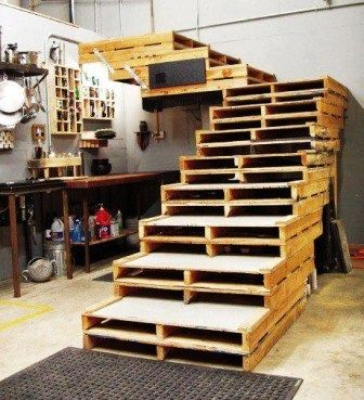 The Multipurpose Pallet use #5 - awesome mezzanine stairs!