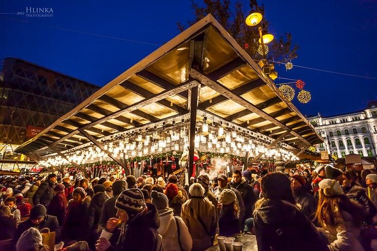 Volop drukte op de #Kerstmarkt in #Boedapest in #Hongarije. Boek bij Ten2Ten-Reizen.nl uw stedentrip.