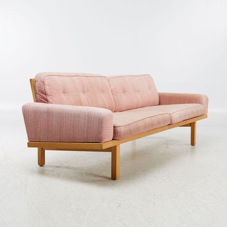 Rosa soffa  Dusty pink sofa   Eric Merthen Tornado | Stockholms Auktionsverk Online