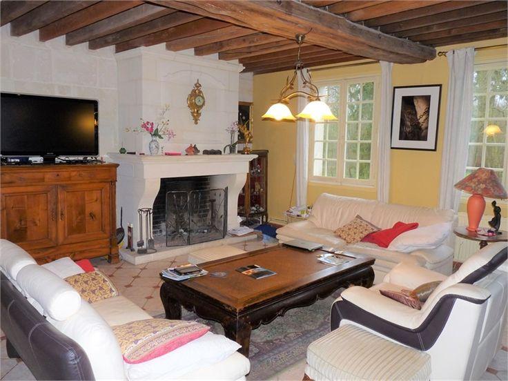 Belle propriété à vendre chez Capifrance à Crepy en Valois.    551 m², 16 pièces, 8 chambres et un terrain de 3700 m².    Plus d'infos > Michael Le Dain, conseiller immobilier Capifrance.