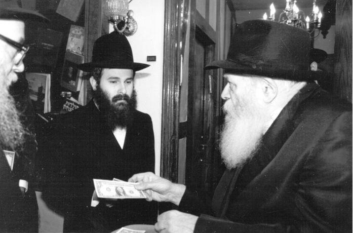 Почему евреи умеют добывать целые состояния? В чем секрет их финансовой мудрости? Почему именно еврейскому народу дается так легко вести бизнес и приумножать свое богатство? Еще в древнем...