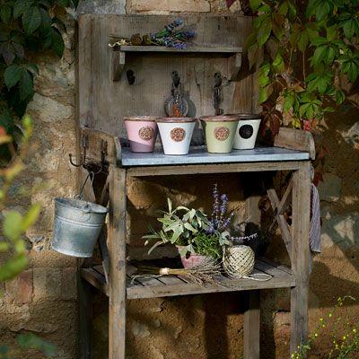 wohnstile landhausstil pflanztisch f r den garten oder die terrasse wohnen garten garten. Black Bedroom Furniture Sets. Home Design Ideas