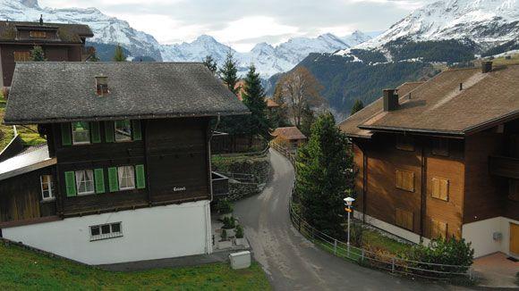 Da janela de um trem em movimento, subindo a montanha Jungfraujoch, na Suíça - Luigi Rotelli