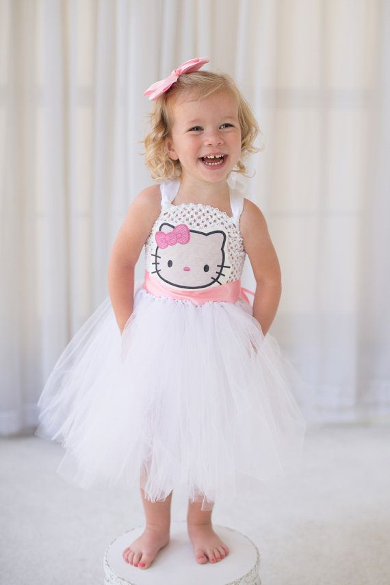 He encontrado este interesante anuncio de Etsy en https://www.etsy.com/es/listing/243312209/hello-kitty-inspired-halloween-costume