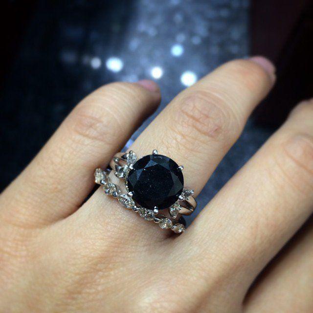 Pin for Later: Stimmt euren Ehe- und Verlobungsring ab . . . und tragt sie so jeden Tag!