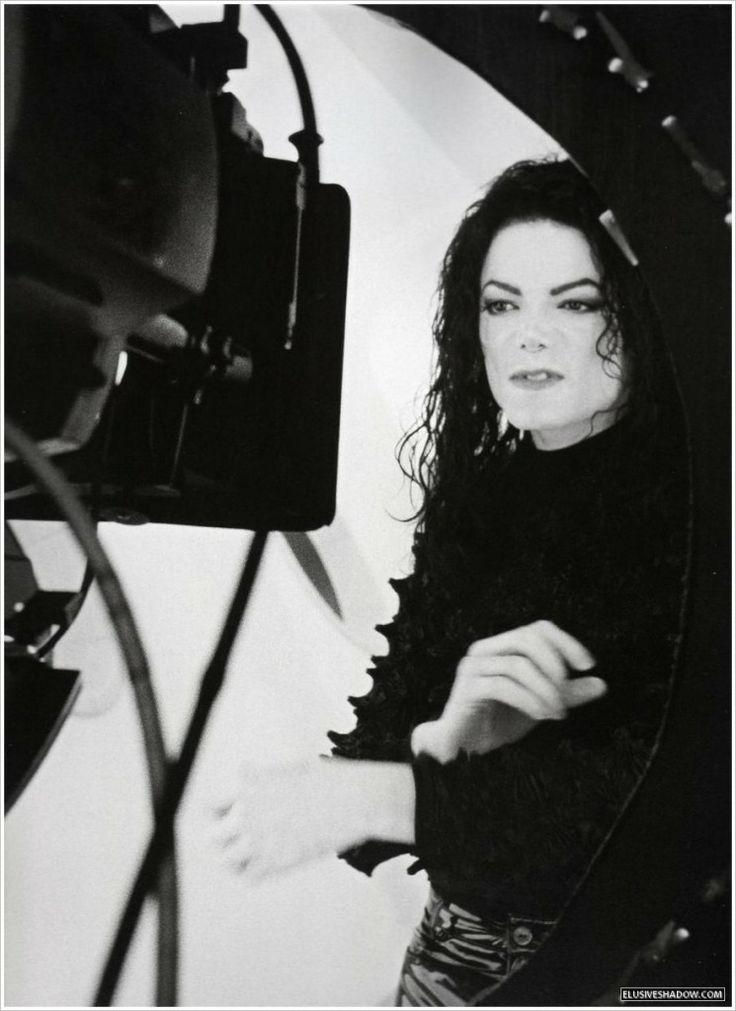 Judge Rules Billboard Music Awards Can Use Michael Jackson Hologram!  http://mjvibe.com/News/2014/05/17/judge-rules-billboard-music-awards-can-use-michael-jackson-hologram/