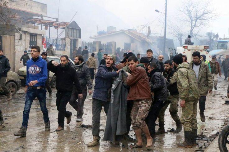 Ledakan di kota Suriah yang berbatasan dengan Turki tewaskan hampir 50 orang  AZAZ (Arrahmah.com) - Sebuah bom mobil meledak di distrik komersial yang sibuk di kota Suriah Azaz yang dikuasai pihak oposisi di sepanjang perbatasan Turki pada Sabtu (7/1/2017) menewaskan hampir 50 orang dalam ledakan besar yang merusak bangunan aktivis oposisi mengatakan.  Penyelamat dan dokter mengatakan ledakan itu begitu besar ada hampir 100 orang terluka dan terbakar. Lebih dari 50 orang yang terluka…