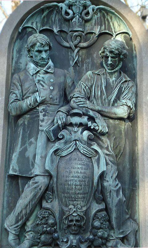 Amazing Grave Sculpture in Pere Lachaise en París, France