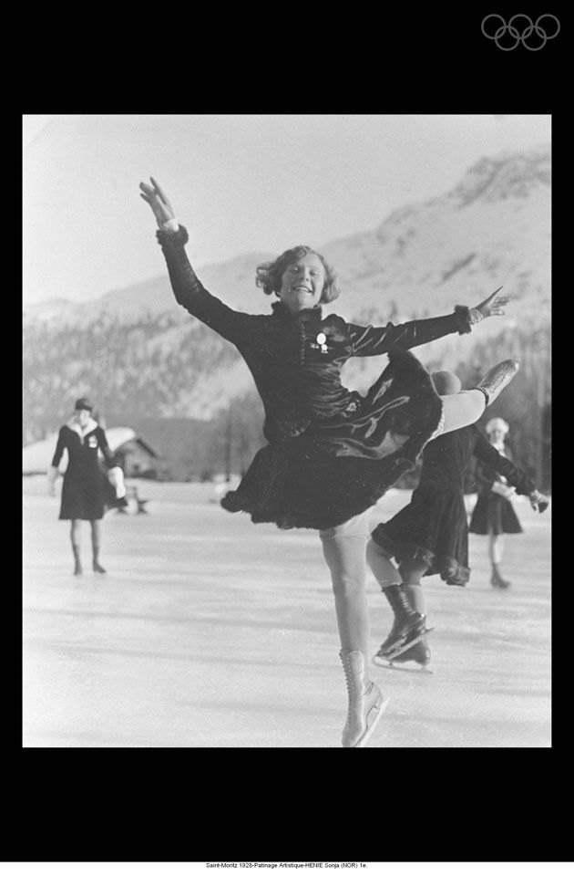 Sonja Henie at the age of 15 during the women's figure skating event. However, it is necessary to point out that this was not the Norwegian's first OG: she had already taken part, at the age of 11, in the Chamonix 1924 Games. She won three Olympic titles during her career: in St Moritz in 1928, Lake Placid in 1932 and Garmisch-Partenkirchen in 1936