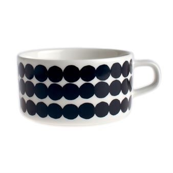 The Siirtolapuutarha tea cup, part of the In Good Company series from Marimekko, is designed by Sami Ruotsalainen with three different décor by Maija Louekari. The series contains cups, bowls, plates and teapots in stylish, timeless design. Oiva is the name of the original model without décor.