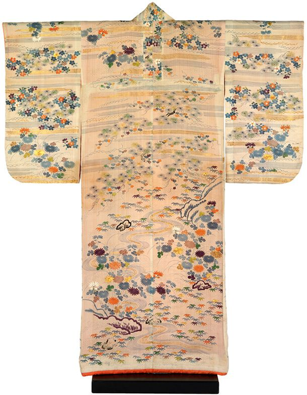 Kimono, Japan, 1780-1830, crepe silk with paste-resist decoration (chaya-zome), stencilled  imitation tie-dye (kata kanoko) and embroidery in silk and metallic  thread. Museum no. FE.12-1983, © Victoria and Albert Museum, London  A History of the Kimono - Victoria and Albert Museum