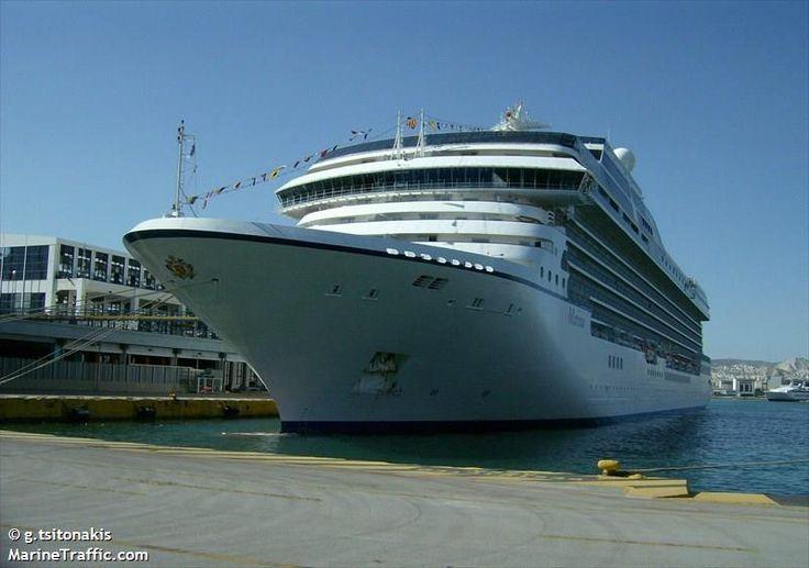 Το Marina πλευρισμένο στον Πειραιά. 02/05/2012.
