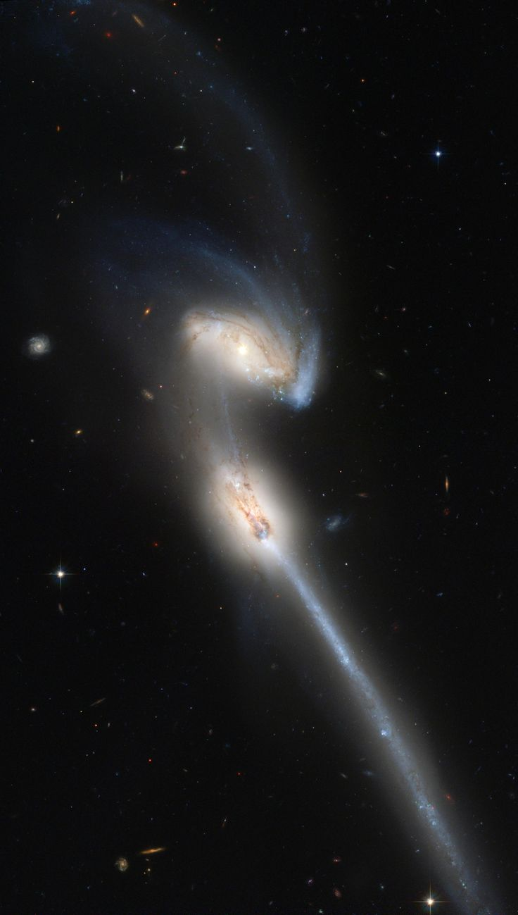 Galaxia NGC 4676, dos galaxias que colisionaron y atravesaron entre sí
