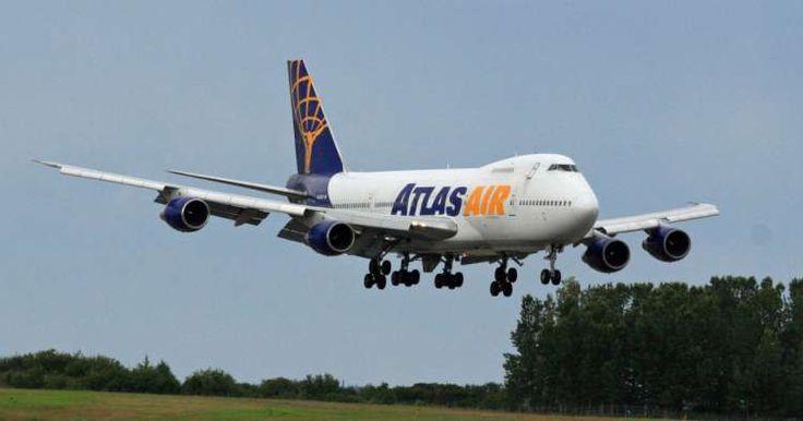 Avión de carga regresa a aeropuerto de Miami tras reventón en neumáticos