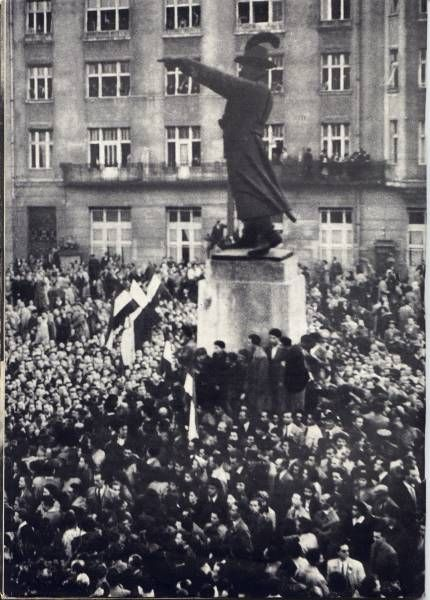 23rd October 1956, Students of Eötvös Loránd University, Józef Bem monument in Budapest