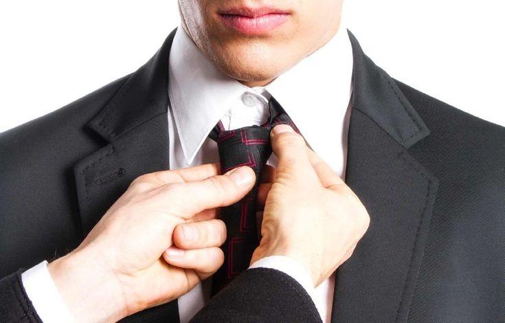 22. Hazte asesor de imagen  Poco a poco, los asesores de imagen están tomando más importancia no sólo en el mercado de lujo, sino también en el de la gente normal de la calle.  Sólo necesitarás tener gusto por la ropa y entender algo de protocolo para cada situación, y podrás arrancar este negocio fácilmente.