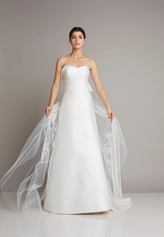 New with detachable train found Narrow strapless wedding dress made of silk from transparent tulle of Giuseppe Papini