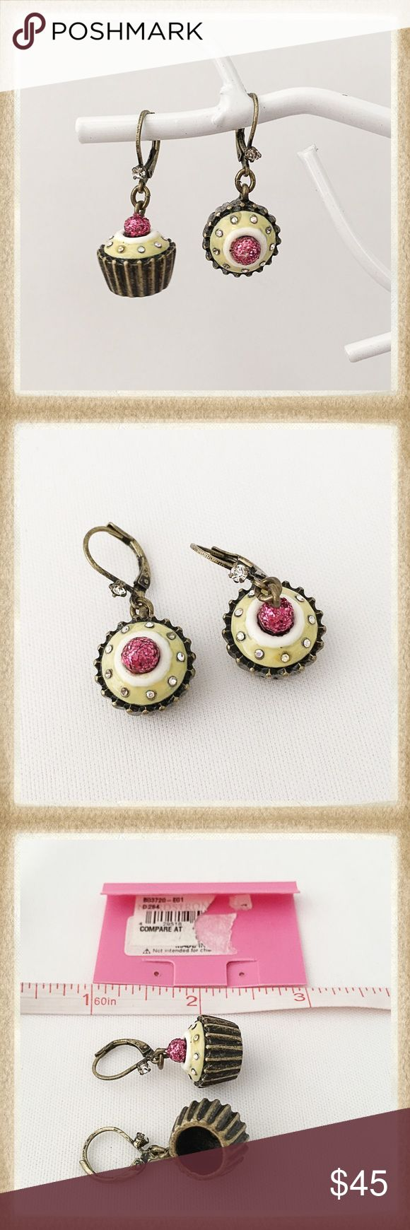 Betsey Johnson 'betsey Goes To Paris' Htf Earrings From An Older, Retired  Collection