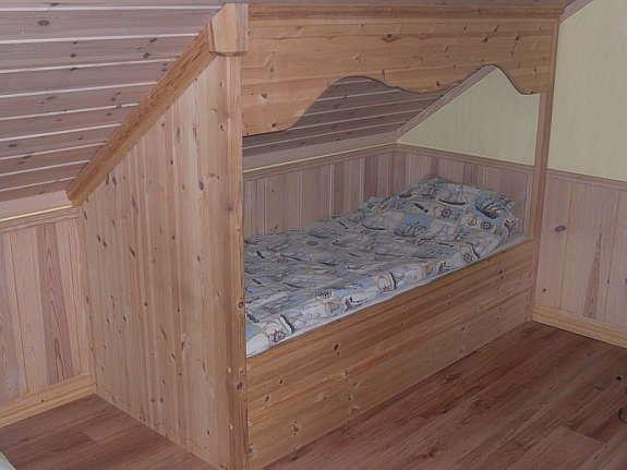 - Innebygd seng til skråtak selges.