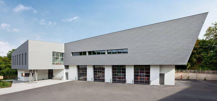 Architectour Musel II 06 : Bech-Kleinmacher – Centre Albach  Nouvelle construction pour les besoins du centre des services d'incendie et de salle de répétition, salles pour cours de musique ainsi qu'un atelier communal.   Architectes: HSA - HEISBOURG STROTZ ARCHITECTES. Ingénieurs-Conseils : BETIC SA,SIMON & CHRISTIANSEN SA. Suivez quatorze itinéraires à travers le Grand-Duché et découvrez 294 projets d'architecture exemplaires sous http://architectour.lu/