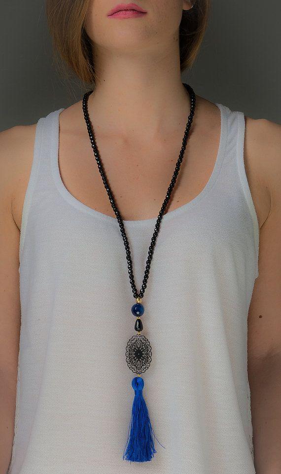 Artículos similares a Collar negro con la borla. Negro collar de filigrana - invierno - azul negro largo collar - collar de minimalista en Etsy