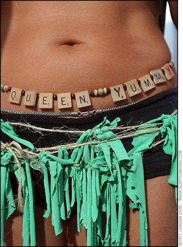 What a great idea! Both the letters and t-shirt strip belt.