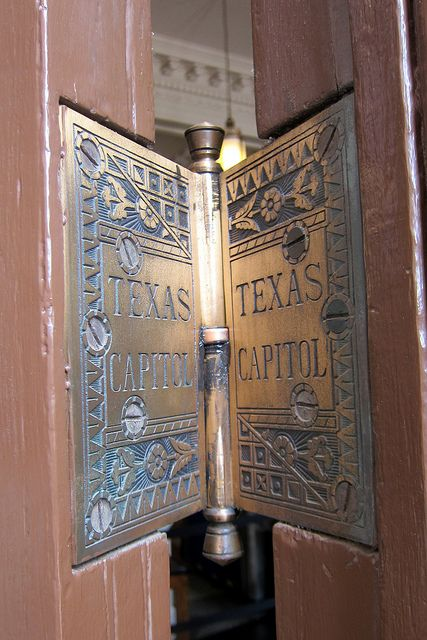 Austin - Texas State Capitol: Capitol Door hinge