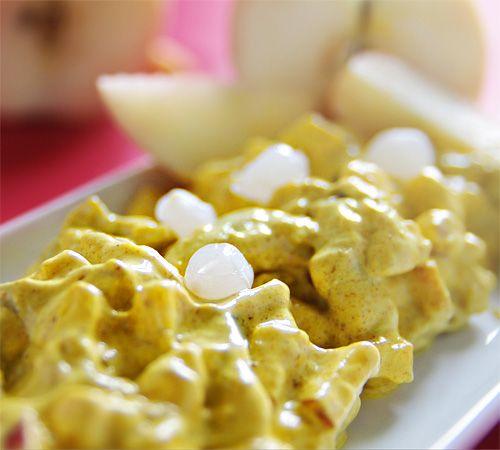 Currysill med äpple och syltlök | Curry ger en väldigt distinkt smak till sillen.  Det är lätt att överdosera så börja lugnt, smaka av och tillsätt mer efter smak.