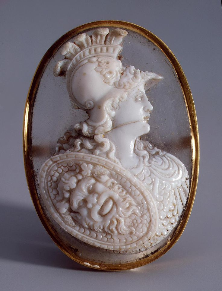 """""""Alexander the Great"""", Italy or Germany, 17th century. Agate, rock crystal, gold. 4,6 x 3,2 cm. -The State Hermitage Museum-"""