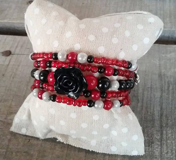 Retrouvez cet article dans ma boutique Etsy https://www.etsy.com/ca-fr/listing/554343884/bracelet-fil-memoire-rouge-bracelet-noir