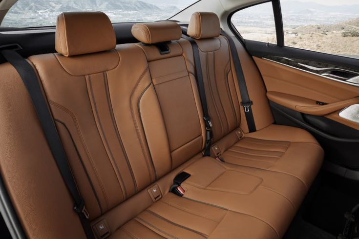2017 BMW 5-Series rear bench.