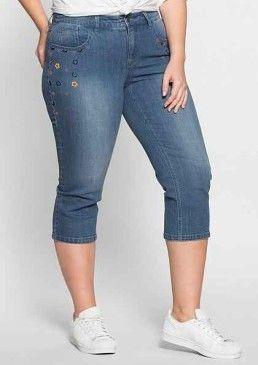 Strečové džíny 3/4 délky s výšivkou, sheego Denim #avendro #avendrocz #avendro_cz #fashion #plussize #trousers