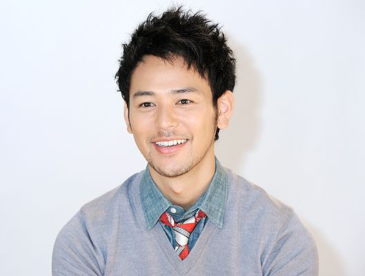 Satoshi Tsumabuki  〈Japanese style〉Japanese men's cosmetics are selling by his influence. His age is 34.