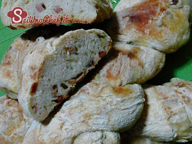 Pane impastato con patate e successivamente farcito. È molto saporito! #Bread
