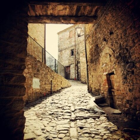 Il centro storico di #Poggiocanoso frazione di #Rotella #terredelpiceno #marchetourism #destinazionemarche #piceno #picenopass #marche