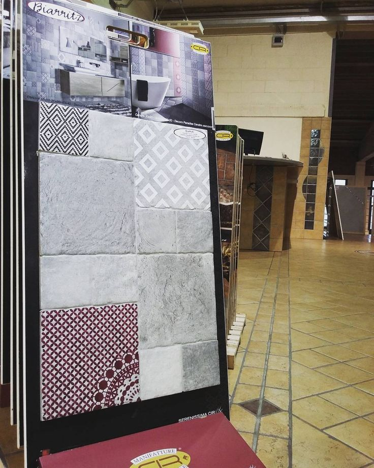 """#showroom #ildiscountdellapiastrella #milano #pantigliate #piastrelle #pietre #serenissimacir #cir #biarritz  #gresporcellanato #madeinitaly #design…"""