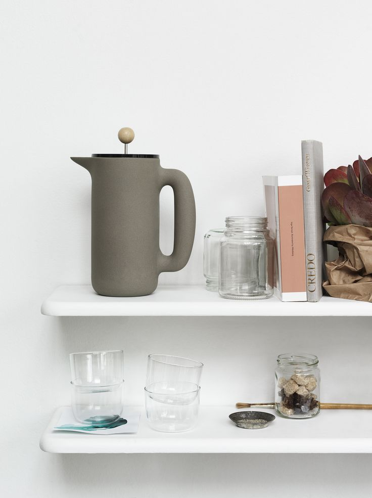 MUUTO INTRODUCES NEW PERSPECTIVE ON A COFFEE PRESS. THE PUSH COFFEE MAKER, designed by Mette Duedahl, beautifully combines different materials and structures with its brown-grey stoneware body, its transparent lid and the beech wood grip. With PUSH you can prepare and serve your coffee in style, or use it alone as a modern jug for other hot or cold drinks.