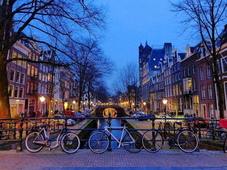 ¡NEW, NEW! Un día en #Ámsterdam: qué ver, qué comer y qué sentir.   No es que tengas que decir dónde vas a estar cada 5 minutos como si fuese tu madre en modo sargento cuando sales de casa, pero hombre, un poco de planificación no nos viene mal.   #Interrail #Airhopping #Verano #Vacaciones #Vuelos #Baratos #Viajes #Viajar #Europa #Amsterdam #Viajar #vueloseuropa