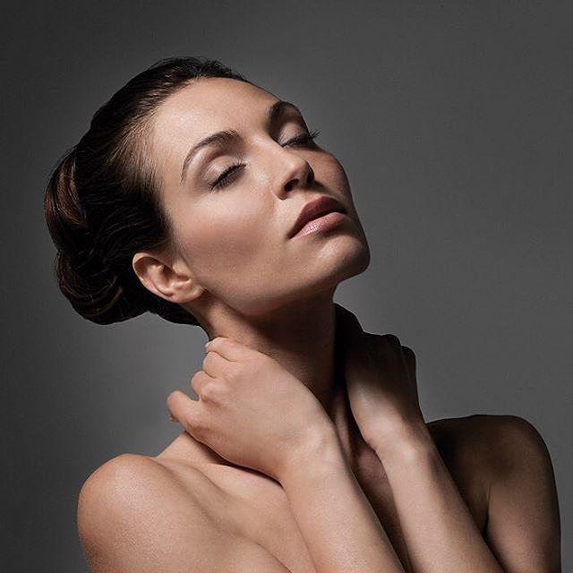 Leve o #beauty ao próximo nível para as festas de fim de ano com o Eye & Lip Lifting Code Cream. Ele atua em linhas finas, aumentando a elasticidade e o tom de pele refrescante para proporcionar uma aparência mais jovem, mais saudável e mais...