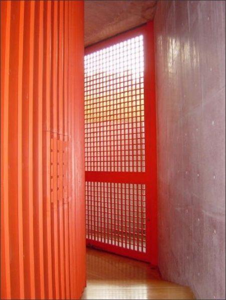 Interior do Templo Shingonshu Honpukuji, na ilha de Awaji, no Japão. Arquiteto: Tadao Ando.